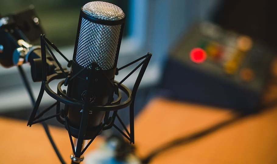 microphone-audio-recording-podcast